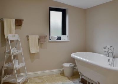 The bathroom at Castle Farm, Tufton