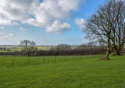 The garden & view at Castle Farm, Tufton