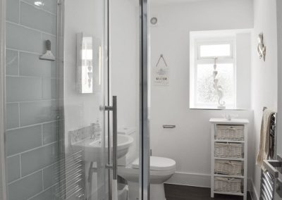 The shower room at Dyma Y Bywyd, Tenby