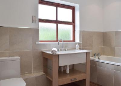 First floor bathroom at Hafan Dawel, Stepaside