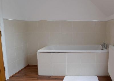 Second floor bathroom at Hafan Dawel, Stepaside
