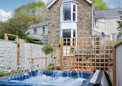 The hot tub & courtyard at Holly Cottage, Haverfordwest