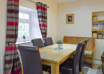 The dining area at Lake Cottage, Ivy Court Cottages, Llys-Y-Fran