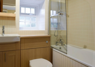 The bathroom at Lake Cottage, Ivy Court Cottages, Llys-Y-Fran