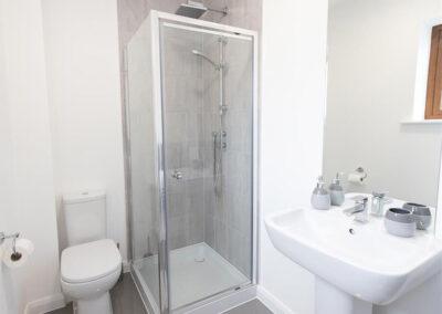 Bedroom #1 en-suite at Oak Grove 32, Twycross