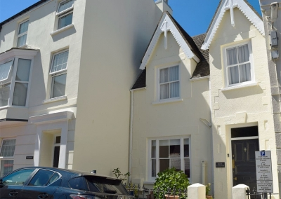 Rose Cottage, Tenby is an attractive Victorian property with modern living / dining room featuring slate floors and original fireplace. Three airy bedrooms sleep 6, plus 1½ bathrooms. All this just 50 yards from sandy beach and Tenby town attractions.