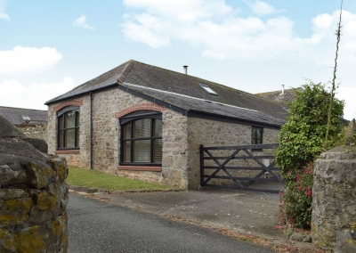 The Byre, Lyserry Barns, St Twynnells is a sympathetically converted barn adjoining the Stackpole Estate with three bedrooms & two bathrooms. Spacious living room with woodburner & garden views through French doors. Well located for coastal walks.