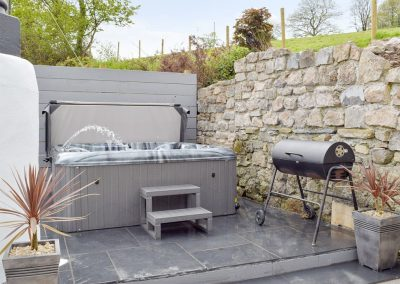 The hot tub & barbecue area at The Coach House, Penally