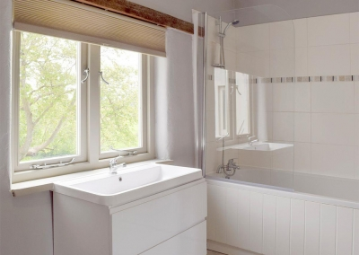 The bathroom at Valley View Barn, St Twynnells