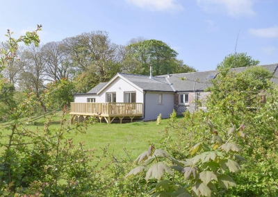 Valley View Barn, St Twynnells is a pristine barn conversion with exposed beams, log burner and & oodles of character. Three bedrooms & two bathrooms sleep 6; pets are welcome. Huge dining kitchen with Aga, deck & stunning valley views near Stackpole.